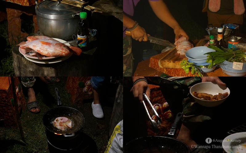 เมนูถัดมา ปลาทอดน้ำปลา 55+ คือใส่น้ำปลาลงไปน้ำมัน แต่ละกะทะรสชาติต่างกันตามลำดับ