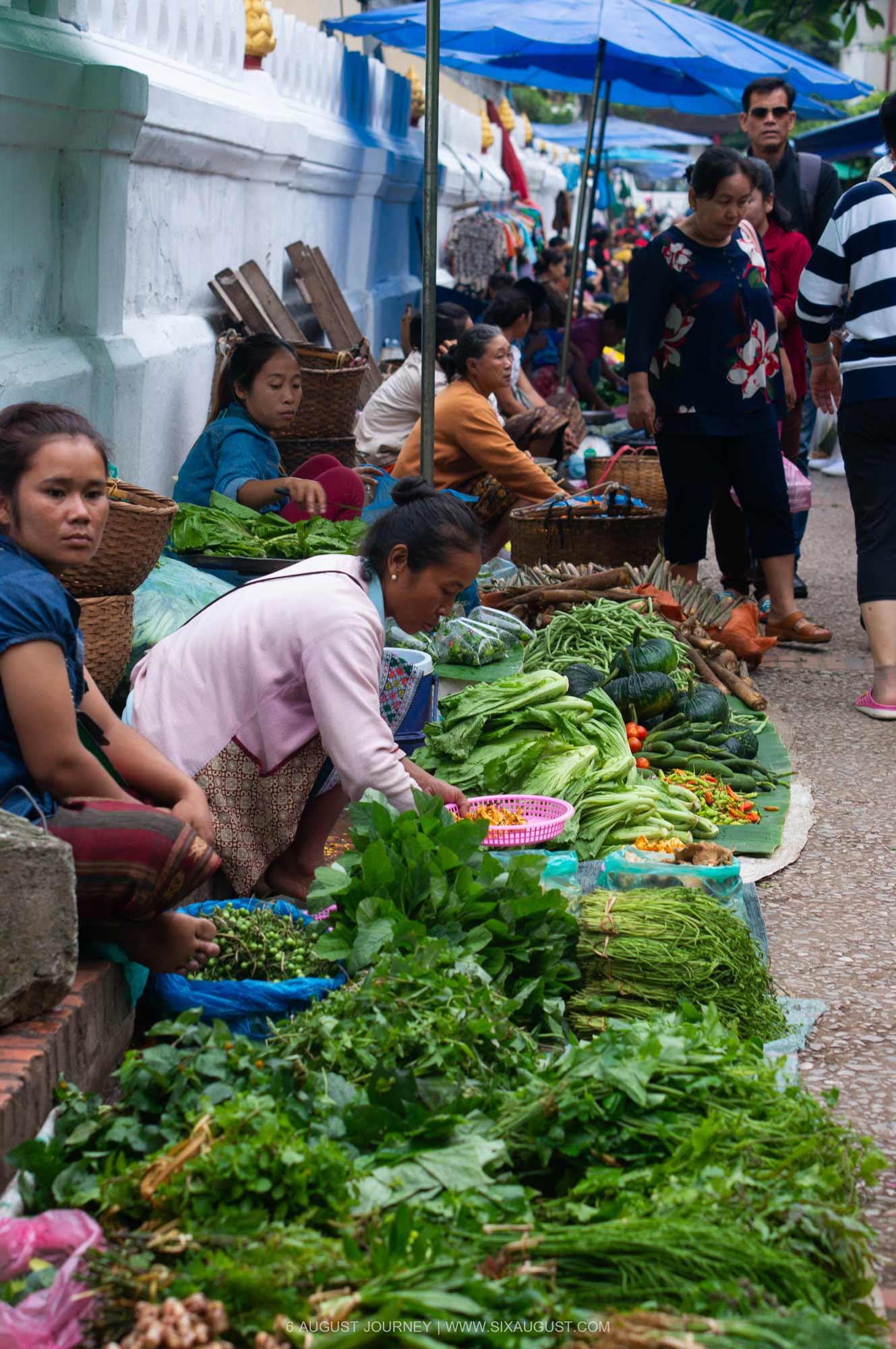 ตลาดเช้า หลวงพระบาง ที่เที่ยว