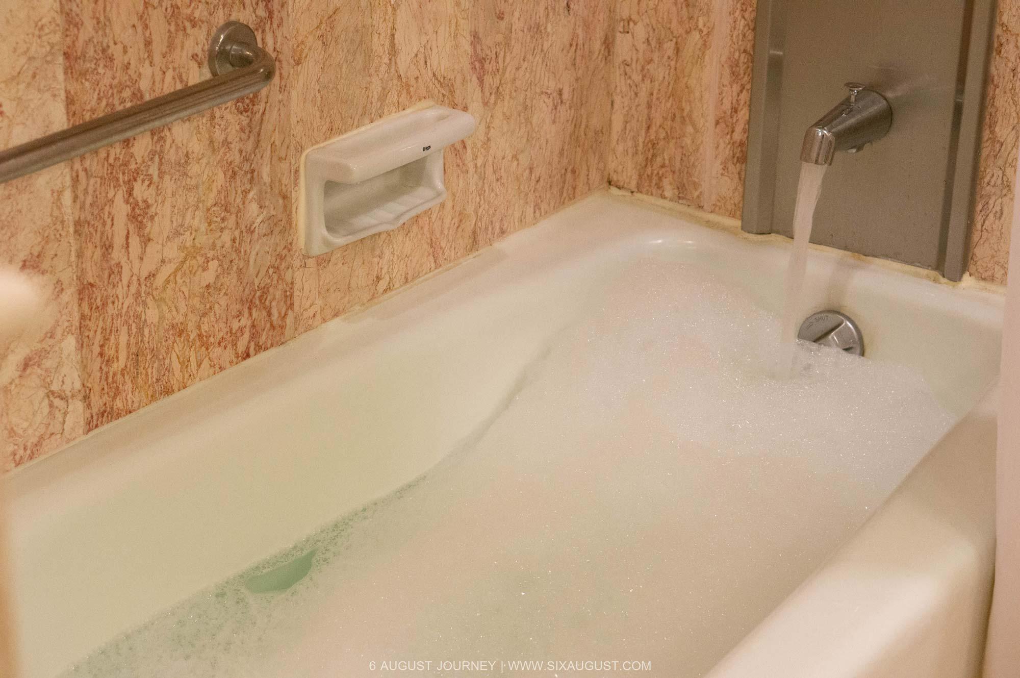 อ่างอาบน้ำ โรงแรมเอเชีย รีวิว