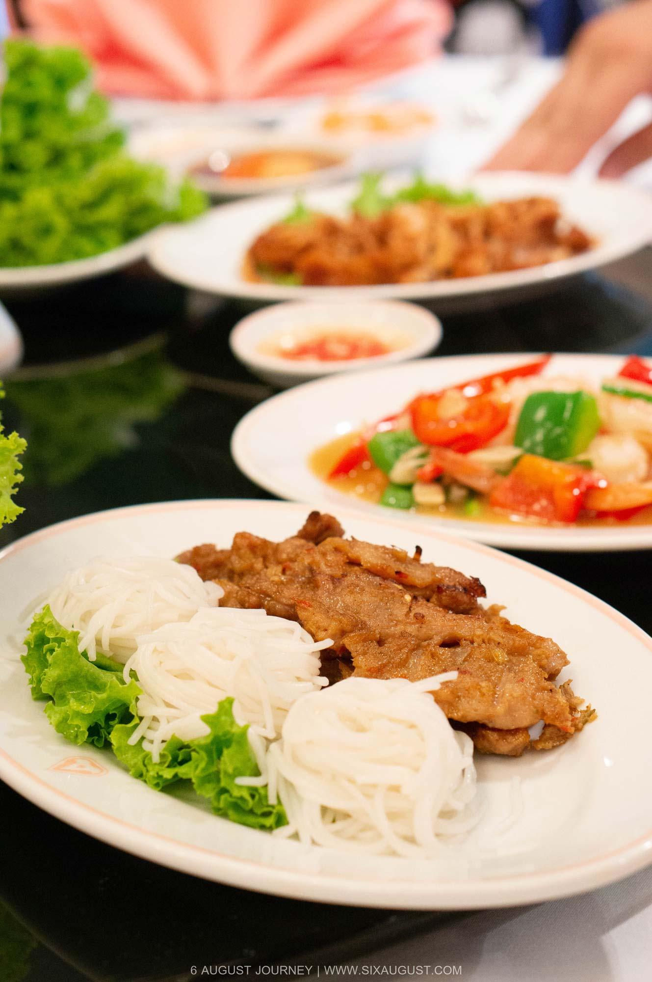 ขนมจีนหน้าหมูย่าง บุฟเฟ่ต์อาหารเวียดนาม