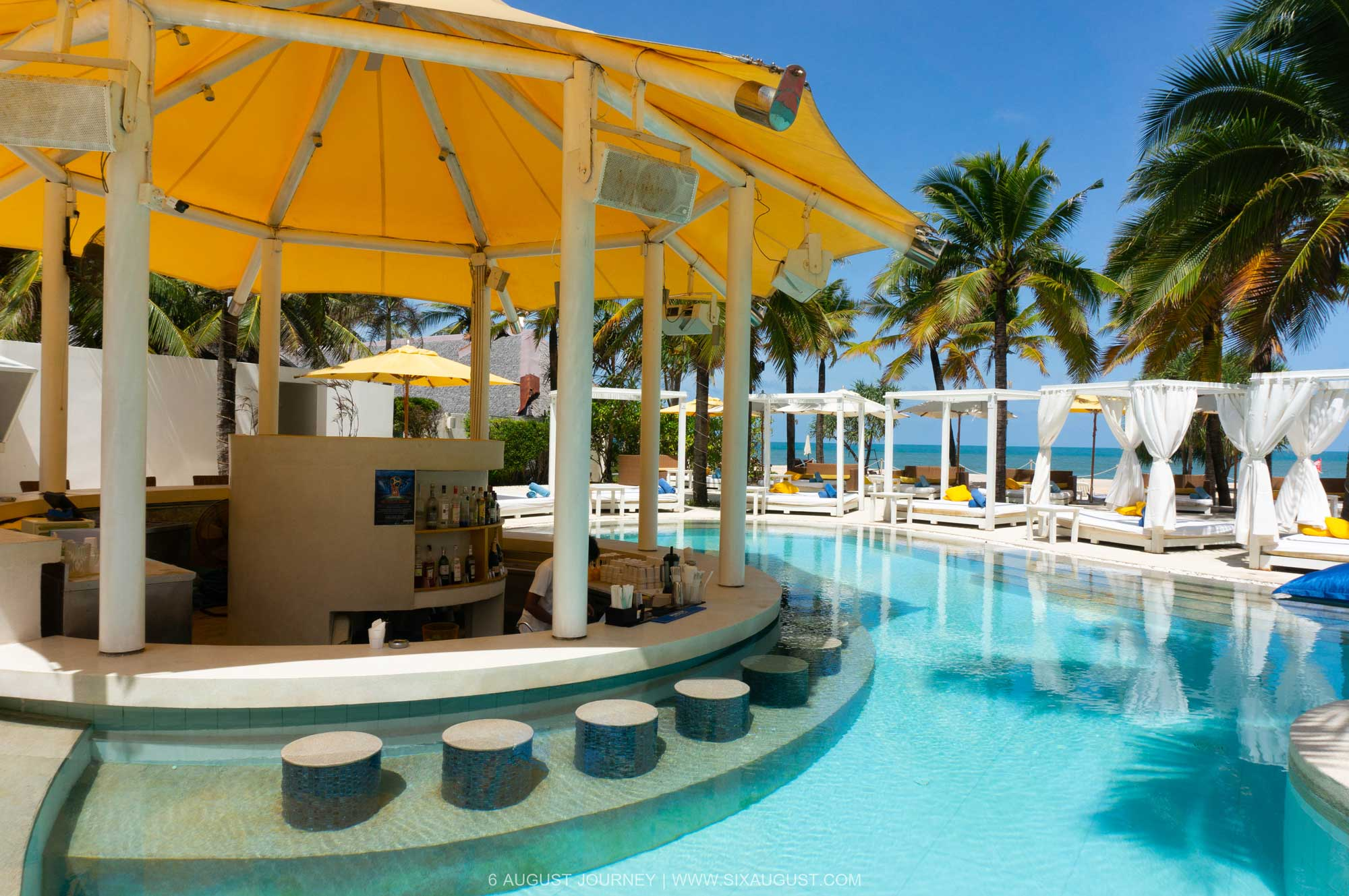 Pool Bar Dream Beach Club