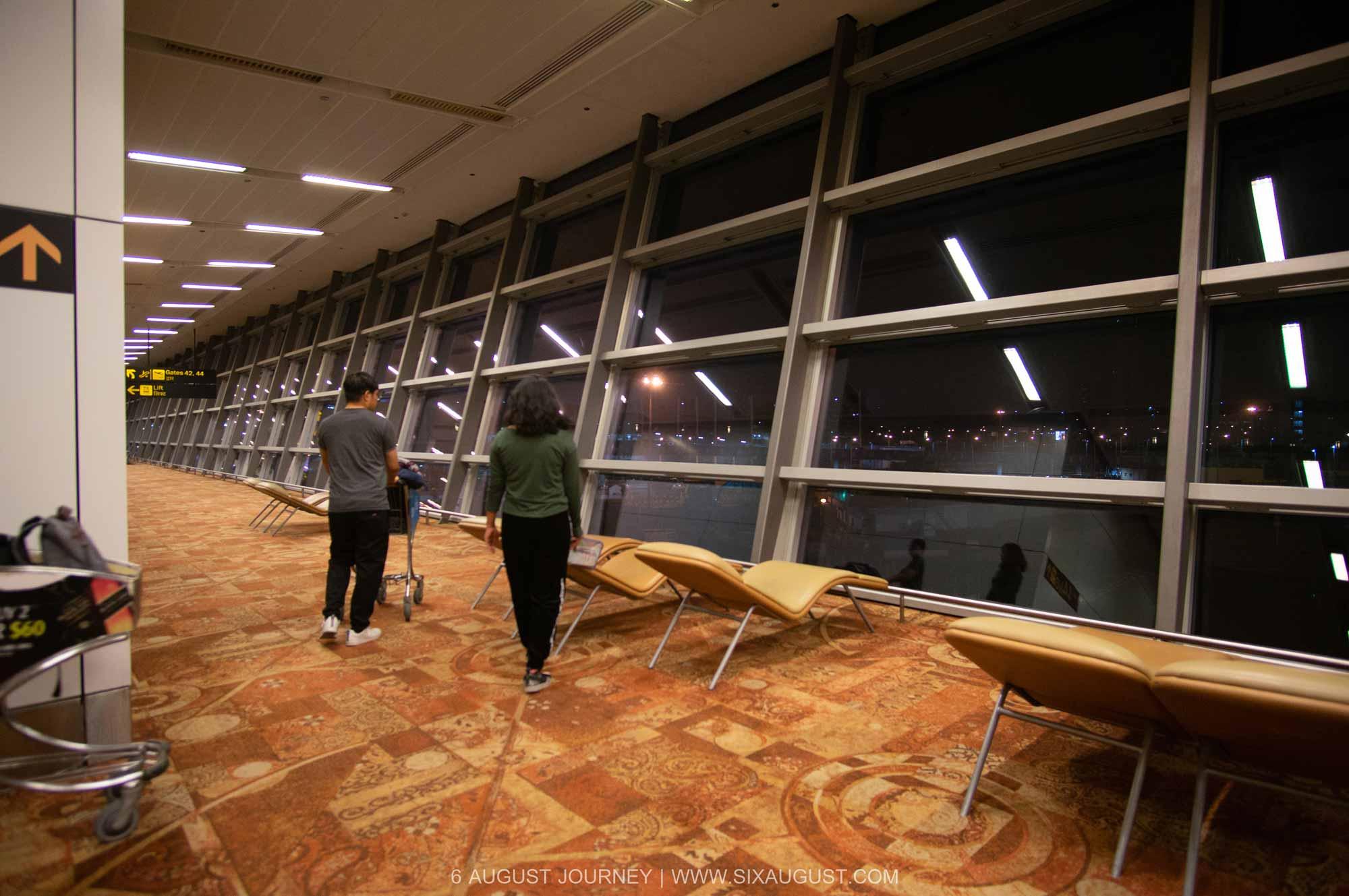 นอนสนามบินนิวเดลี